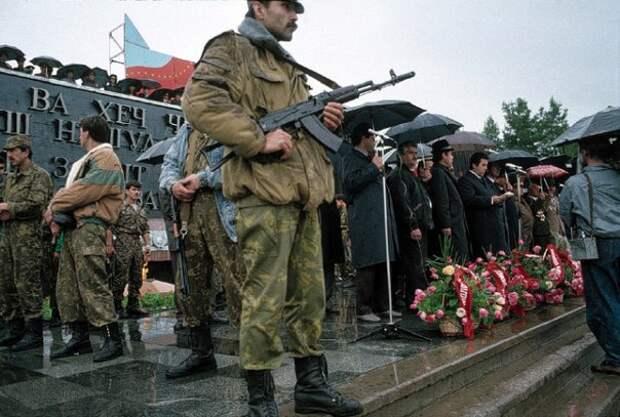 День Победы в Душанбе, 1993 год. В стране продолжается гражданская война.