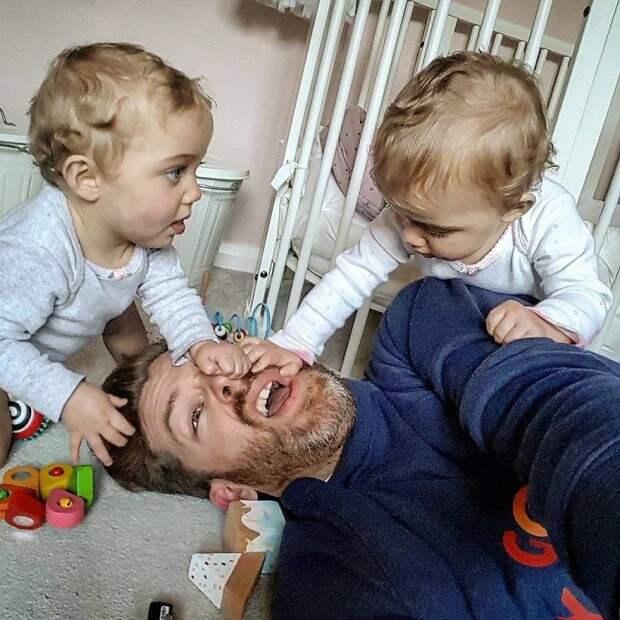 Папские будни: многодетный отец показал все «радости» отцовства