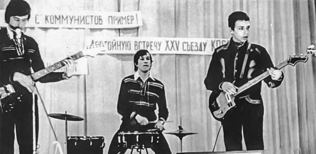 """ВИА """"Школьные Годы"""" и М. Мень"""