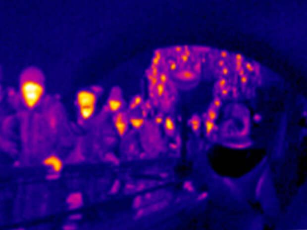 Вот как тепловизор видит людей в метро