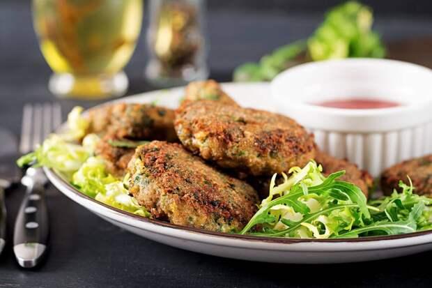 Правильные котлеты: 3 рецепта из чечевицы, овсянки и рыбы с рисом