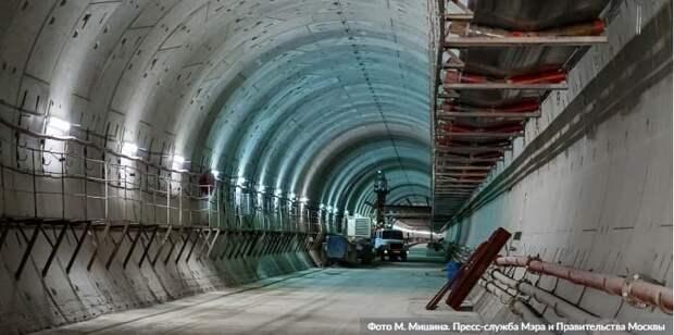 Андрей Бочкарев высоко оценил темпы строительства Троицкой линии метро. Фото: М. Мишин mos.ru