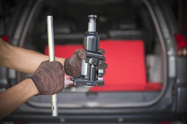 Настольный гидравлический пресс из бутылочного домкрата и автомобильных стоек