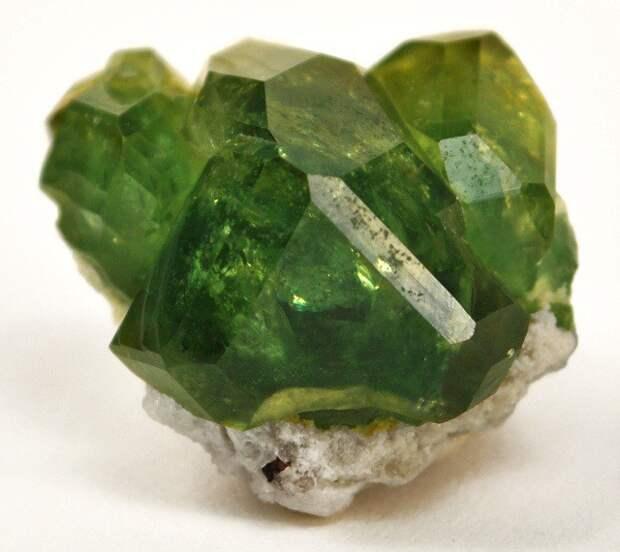 Демантоид драгоценный камень, интересное, цена
