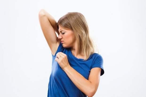 Неожиданные, но полезные способы использования ополаскивателя для рта в быту