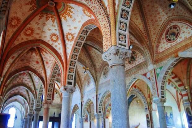 Тайная вечеря находится в монастырской столовой прекрасной церкви Santa Maria delle Grazie в Милане. \ Фото: banjoviaggi.it.