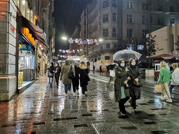 В Стамбуле вводят комендантский час/Фото Елены Харо