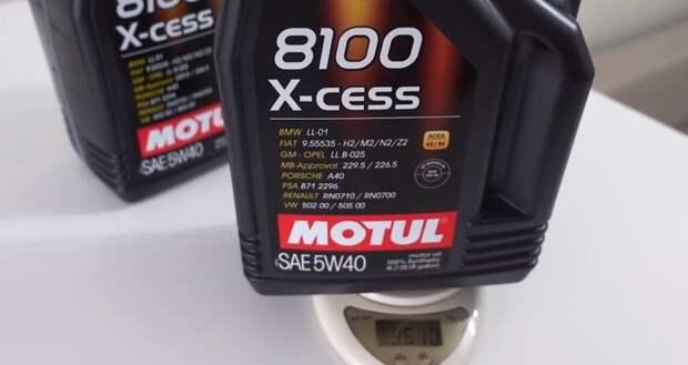 Как быстро отличить оригинальное моторное масло от подделки. Подсказали в автосервисе 100% способ