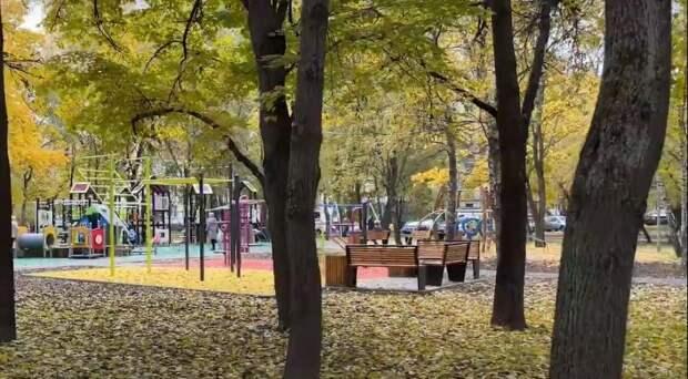 Видео: как изменился двор на Дубнинской улице