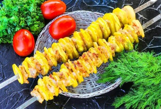 картошка на шампурах