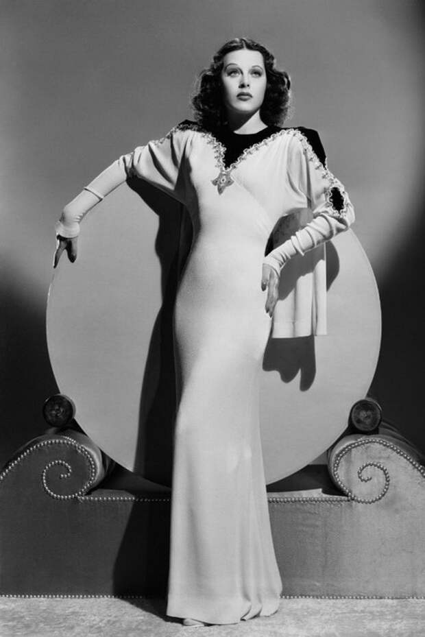 Хеди Ламарр - первая актриса, сыгравшая в эротическом фильме