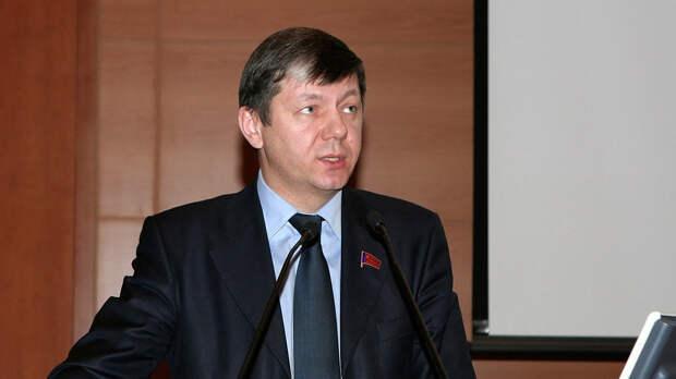 КПРФ предложила прописать в Конституции РФ право россиян на часть дохода от добычи и продажи нефти и газа