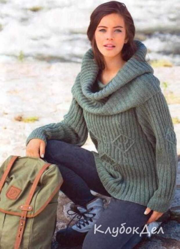 Пуловер с объёмным воротником