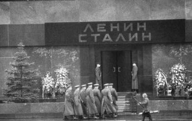Иван Спиридонов: как Хрущёв поступил с инициатором выноса Сталина из Мавзолея