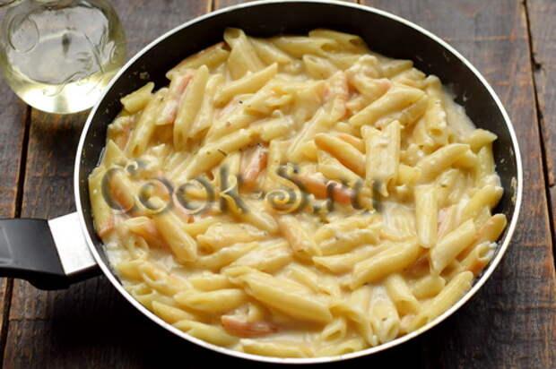 Макароны уже давно не варю. Нужна сковорода, плавленый сырок и молоко – получается нереальная вкуснятина