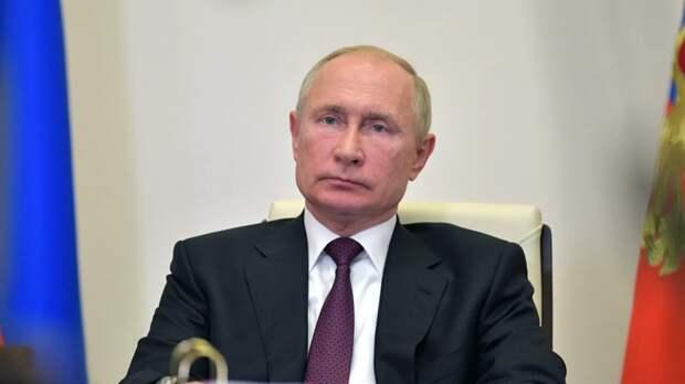 Путин присвоил режиссёру Никите Михалкову звание Героя Труда