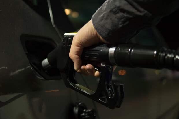 Поставки дешевого бензина в Россию запретят
