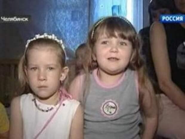 Доведенная воспитательница заклеивала скотчем детские рты