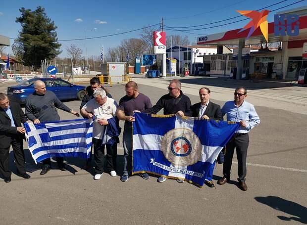 Члены Международной ассоциации полицейских приехали на закрытую греко-турецкую границу, чтобы поддержать коллег в их борьбе против мигрантов Фото: Дарья АСЛАМОВА