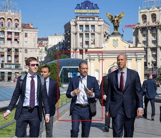А его-то за шо? На Майдане избили американского дипломата