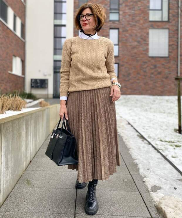 После 50 длинную юбку нужно уметь носить правильно и стильно