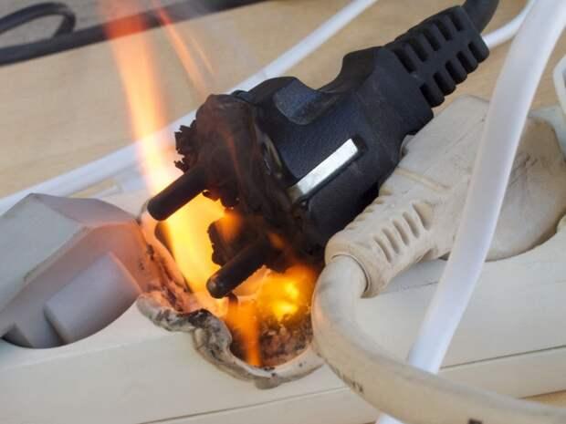 Распространенной причиной пожаров является аварийный режим работы электропроводки