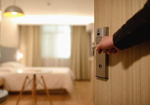 Коронавирус вынудил закрыть все кафе, гостиницы и санатории в России