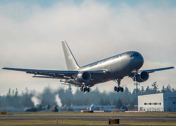 Серийный танкер KC-46A совершил первый полет