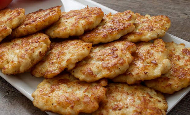 Албанские оладьи: смешали тесто с курицей и жарим на ужин