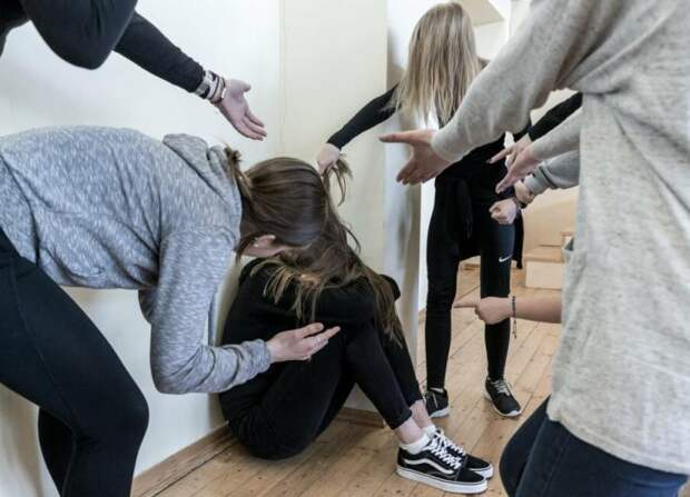 Школьники устраивают травлю малоимущим одноклассникам