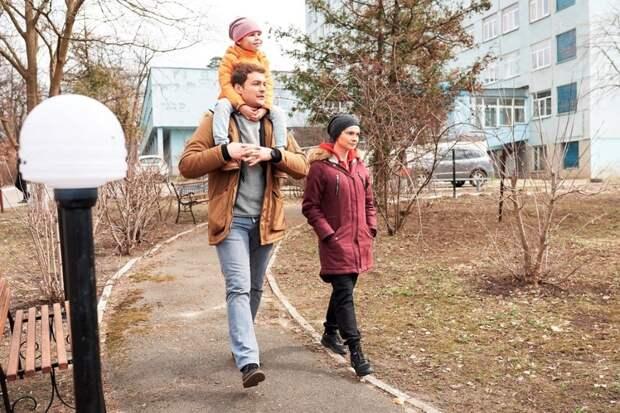 Екатерина Астахова находит своих родителей