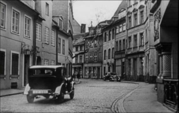 Бернскую улицу Цветочную снимали в Риге на улице Яуниела.