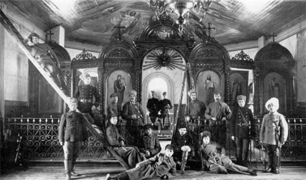 Как белые грабили православные храмы