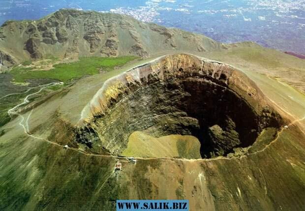 Сенсационная находка: в кратере вулкана обнаружили древнюю пирамиду