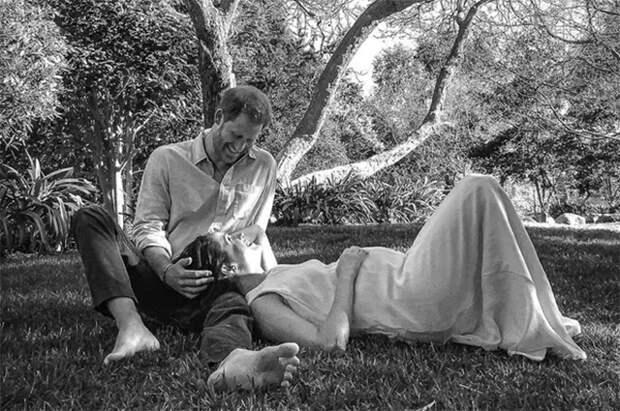 Принц Гарри и Меган Маркл в платье Carolina Herrera