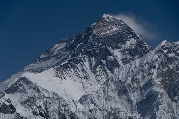 Согласованную с Непалом высоту Эвереста назвали в Китае