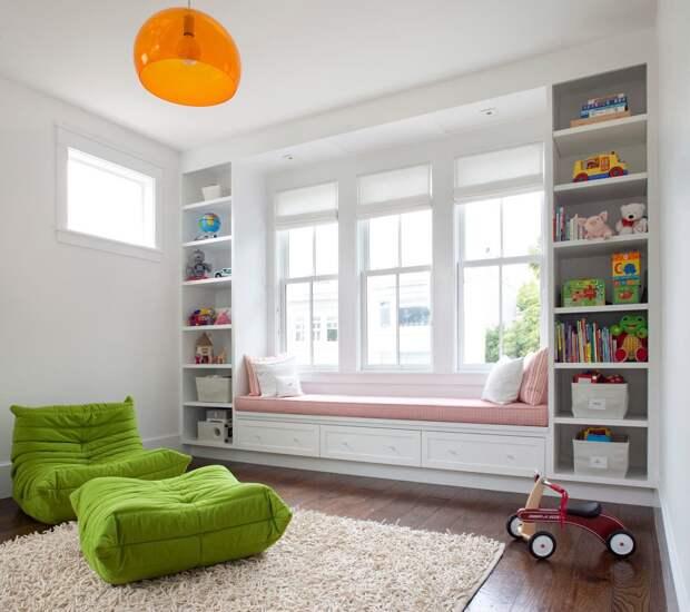 Дизайн детской с большим окном