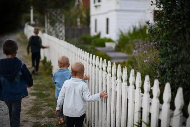 Молодая семья решила растить 5 своих детей вдали от города и рассказала, каково это