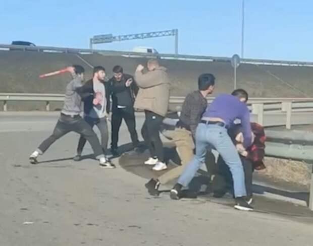 В Петербурге толпа таксистов - мигрантов избила мужчину и его отца