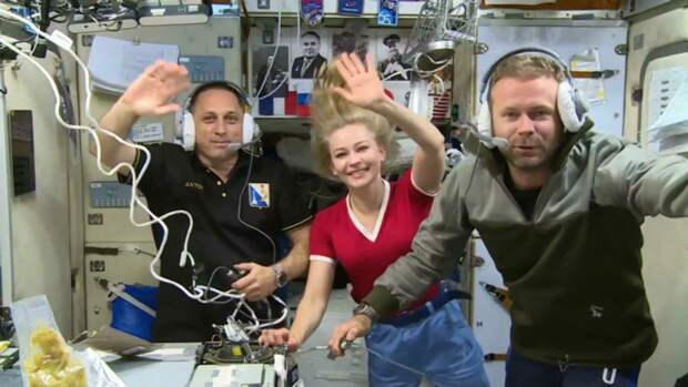 Первые в истории космические киноактёры вернулись на Землю