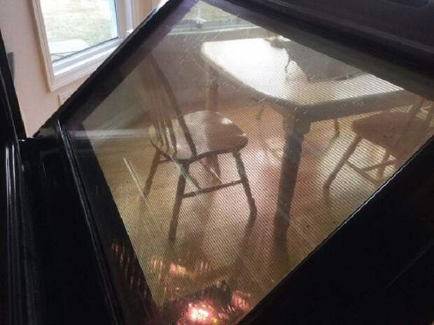 Как легко очистить стекло духовки от жира.