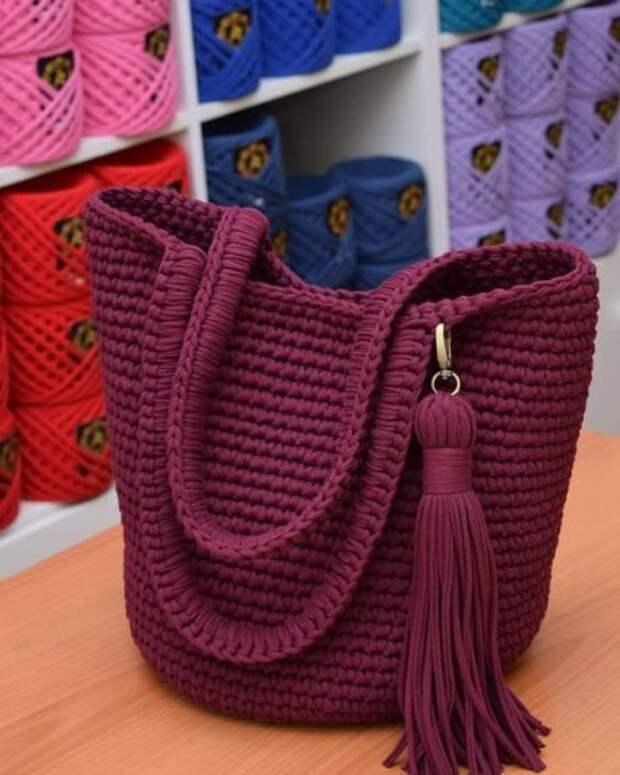 Идея на весну и лето: 17 стильных вязаных сумочек