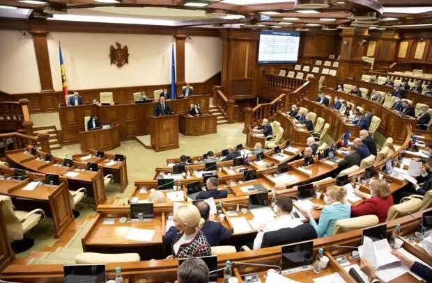 Парламент одобрил отмену «закона о миллиарде»