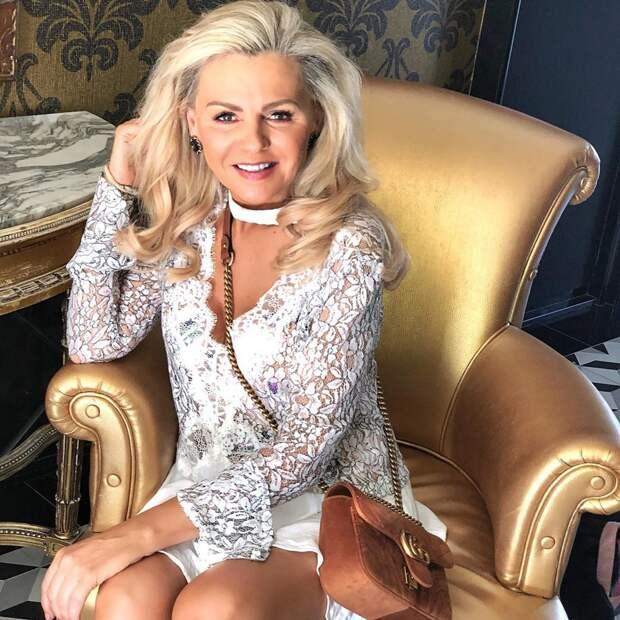 57-летняя мама может дать фору своей дочке