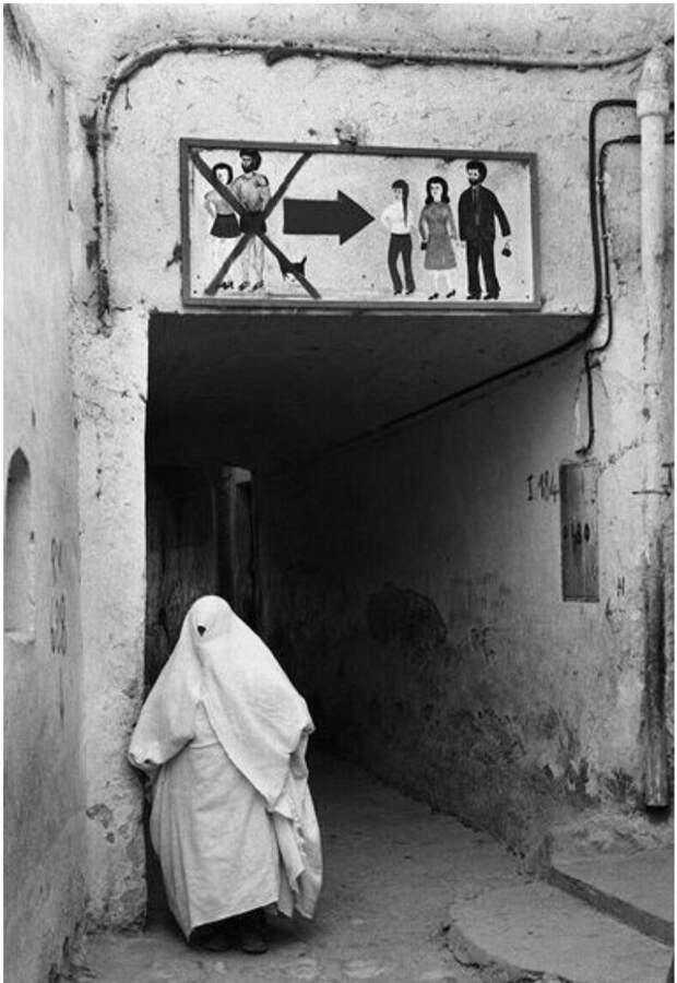 Алжир, 1970-е. Хотя сегодня он находится в десятке самых мусульманских стран мира, положение женщин там изменилось к лучшему