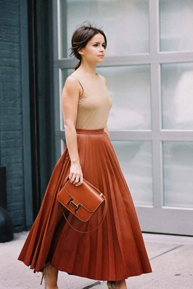 15 модных и элегантных образов с длинной юбкой