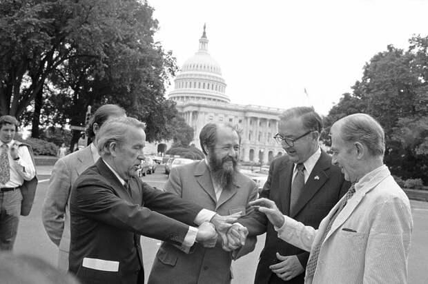 Солженицын после приема в Сенате США. Фото: общественное достояние.