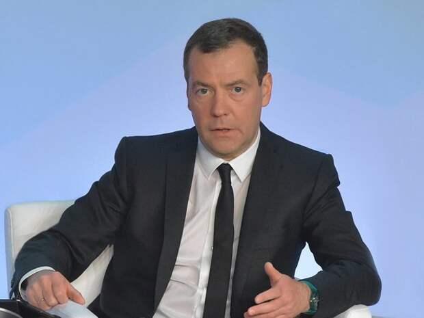 Медведев утвердил повышение социальных пенсий