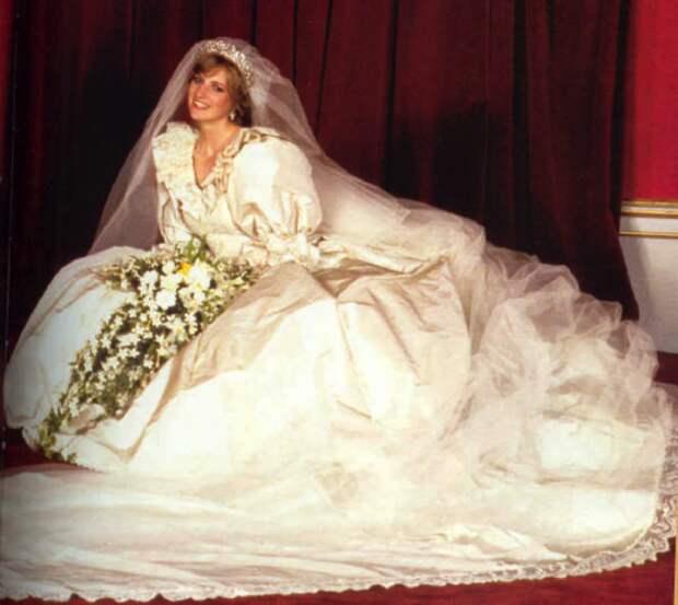Звёздные невесты, которые отличились нелепыми свадебными нарядами