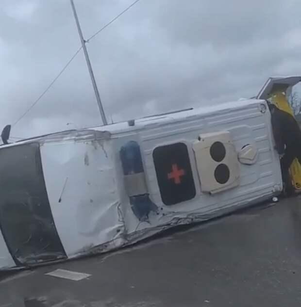 Под Севастополем перевернулась карета  скорой помощи. Видео